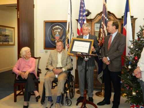 "JIM ""MATTRESS MACK"" McINGVALE receives his Daily Points of Light Award from Neil Bush, right, as Barbara and George Bush look on. Former President Bush nominated McIngvale for this presigious service award."