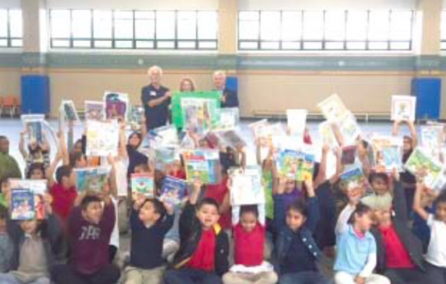 De Zavala Elementary School students received free books from North Shore Rotary Club.